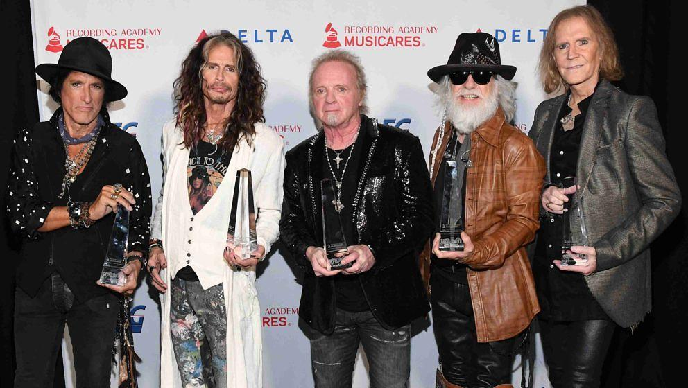 Aerosmith - inklusive Joey Kramer (M.) - nehmen den MusiCares Person of the Year Award in Empfang (24.01.2020)