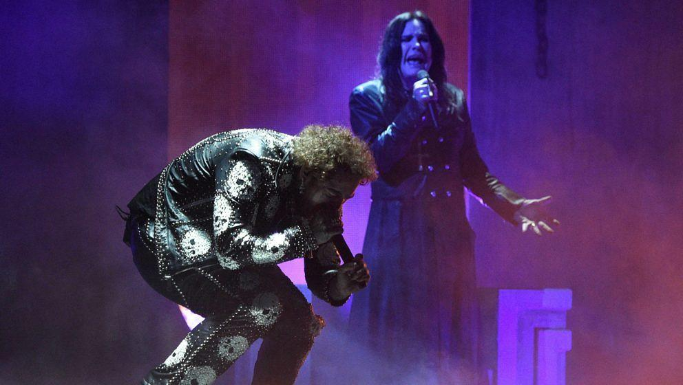 LOS ANGELES, CALIFORNIA - NOVEMBER 24: (L-R) Post Malone and Ozzy Osbourne perform onstage during the 2019 American Music Awa