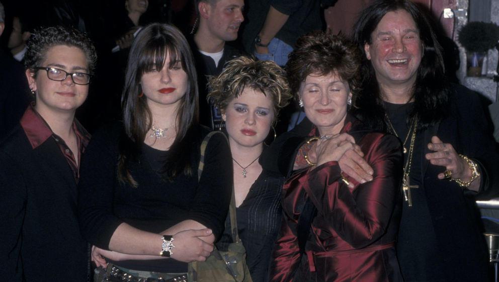 HOLLYWOOD, CA - NOVEMBER 2:  (L-R) Jack Osbourne, Aimee Osbourne, Kelly Osbourne, Sharon Osbourne and Ozzy Osbourne attend th