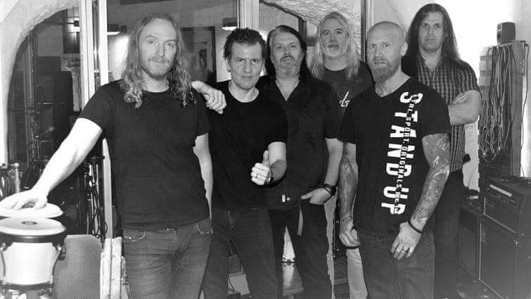 Dark Tranquillity mit ihren neuen Gitarristen Chris Amott (2.v.l.) und Johan Reinholdz (r.)
