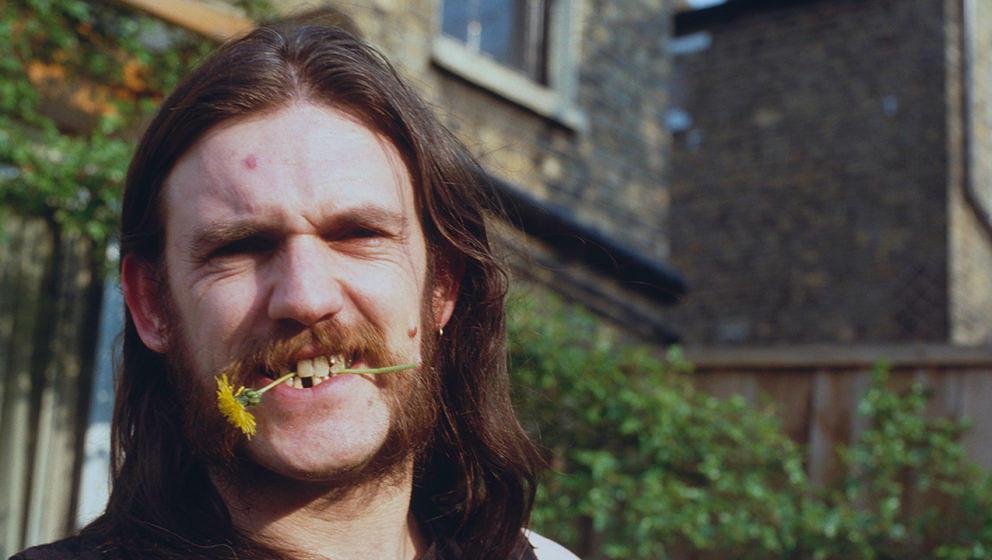 """Lemmy Kilmister verstarb am 25. Dezember 2015. Sein Leben lässt sich in seiner Autobiografie """"White Line Fever"""" nachlese"""