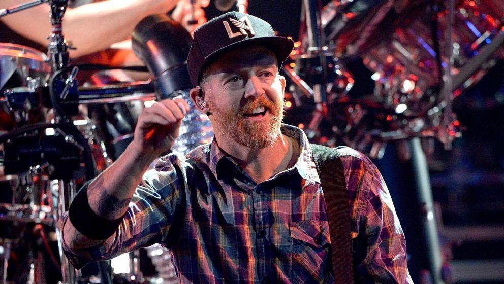 Linkin Park-Bassist Dave Farrell beim Release-Konzert von ONE MORE LIGHT am 22. Mai 2017 im kalifornischen Burbank