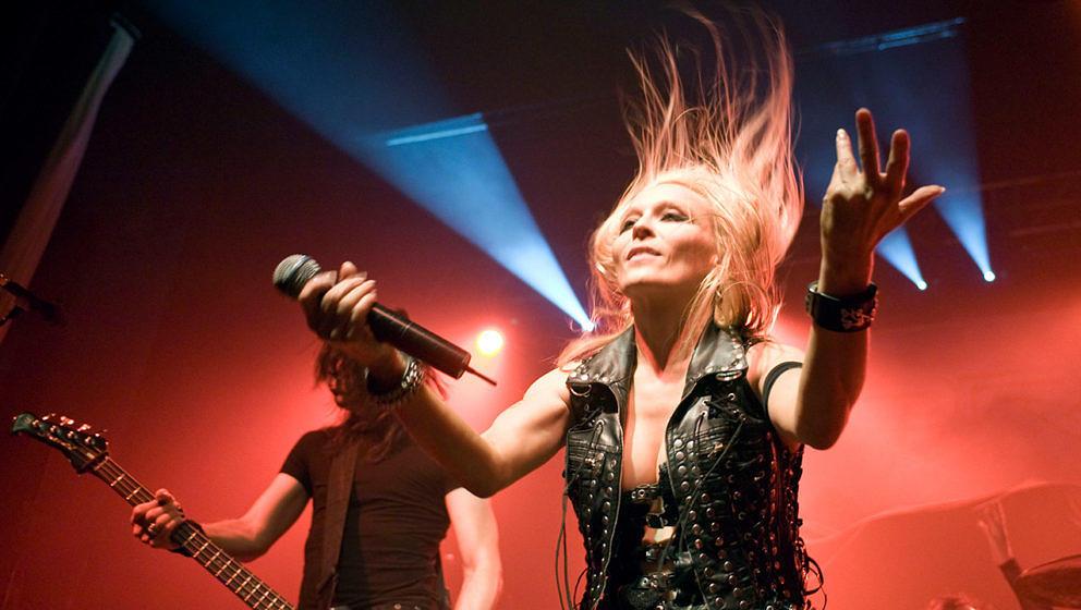 """Doro, die """"Queen Of Metal"""" ist heute Abend zu Gast bei #DaheimDabeiKonzerte."""