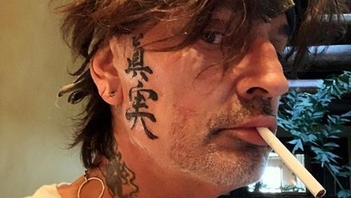 Mötley Crüe-Drummer hat sich zwei neue Tattoos im Gesicht geholt