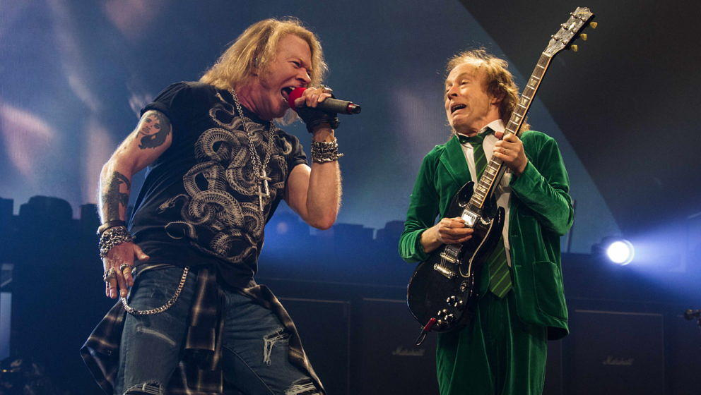 AC/DC mit Axl Rose (l.) und Angus Young während der ROCK OR BUST-Tour am 9. September 2016 in Auburn Hills, Michigan