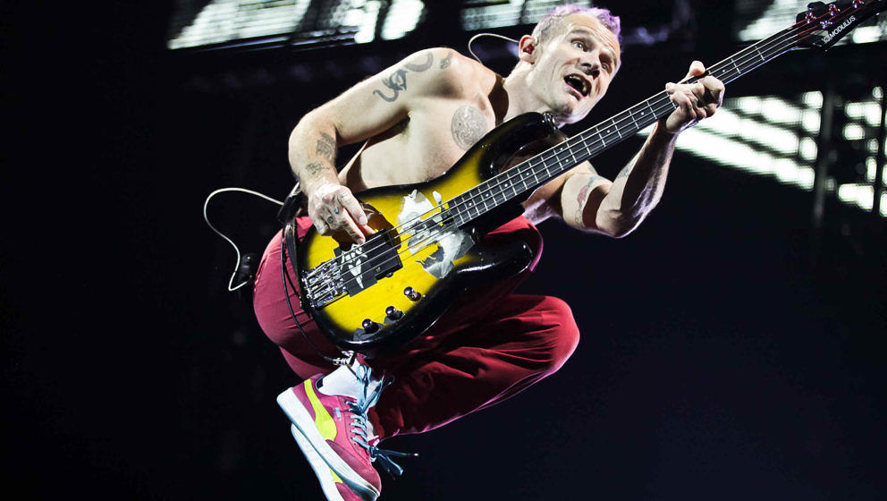 Flea von den Red Hot Chili Peppers bei der London-Show am 7. November 2011