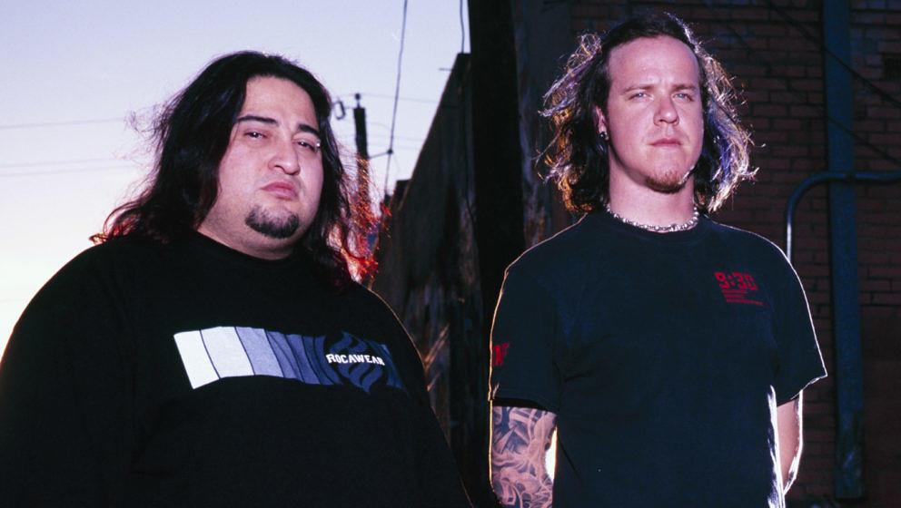 Dino Cazares (l.) und Burton C. Bell von Fear Factory im Jahr 2001