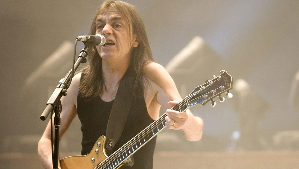 AC/DC-Gitarrist Malcolm Young im November 2008 live in Indianapolis