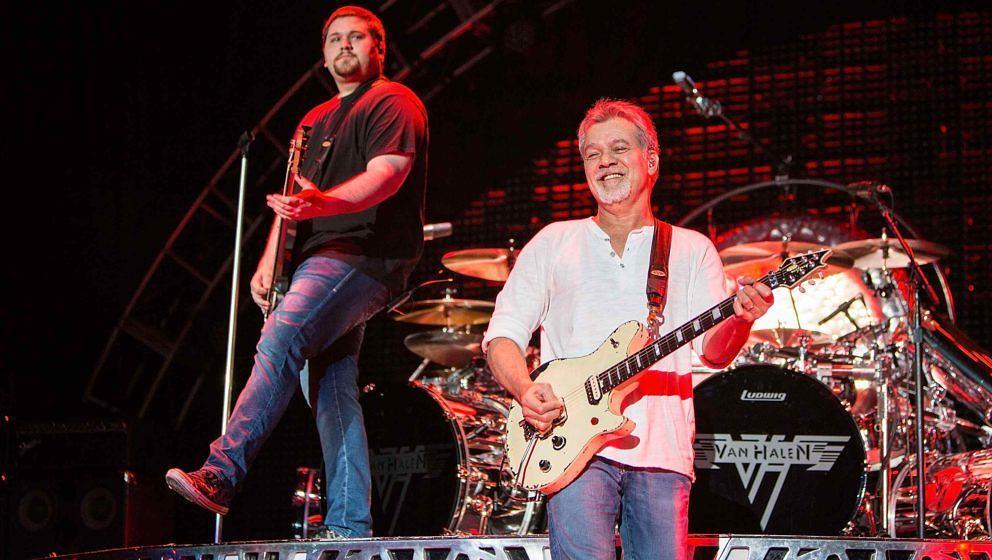 Eddie and Wolfgang Van Halen beim Auftritt am 30. September 2015 im kalifornischen Chula Vista