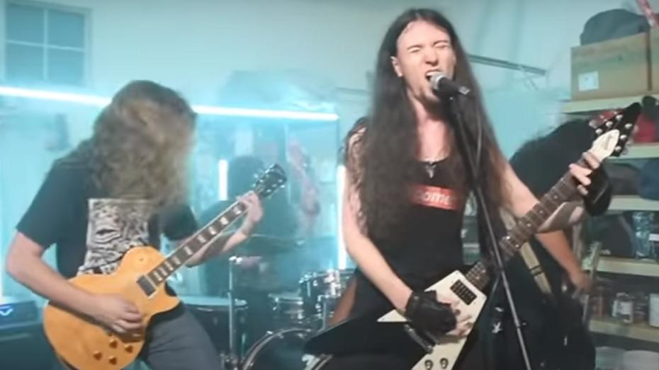 Gürschach im ihrem Video zum Metallica-'St. Anger'-Cover