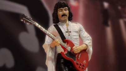Die Tony Iommi-Action-Figur von KnuckleBonz