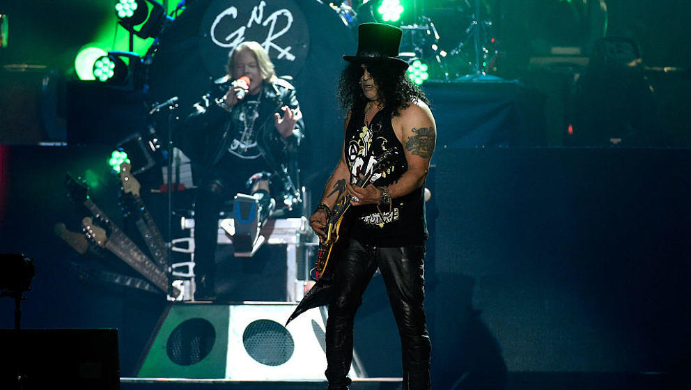 INDIO, CA - APRIL 16:  Musicians Axl Rose (L) and Slash of Guns N' Roses perform onstage during day 2 of the 2016 Coachella V