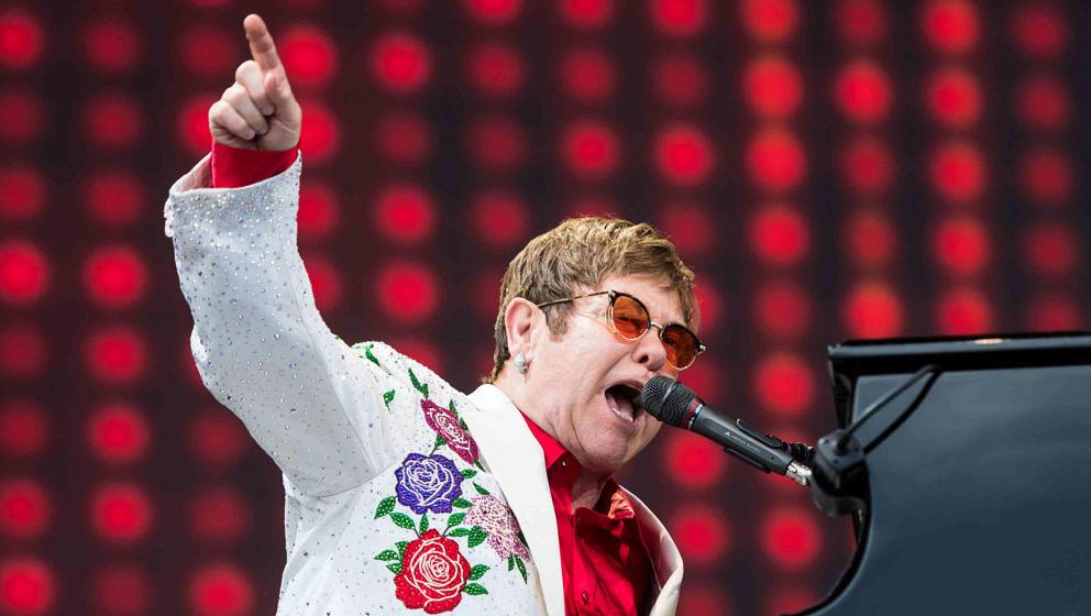 Metallica-Kollaborateur Elton John 2017 bei einem Auftritt in London