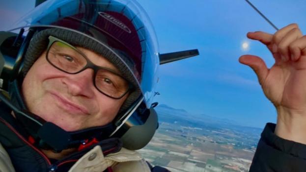 Lars 'Ratz' Ranzenberger im Flugzeug