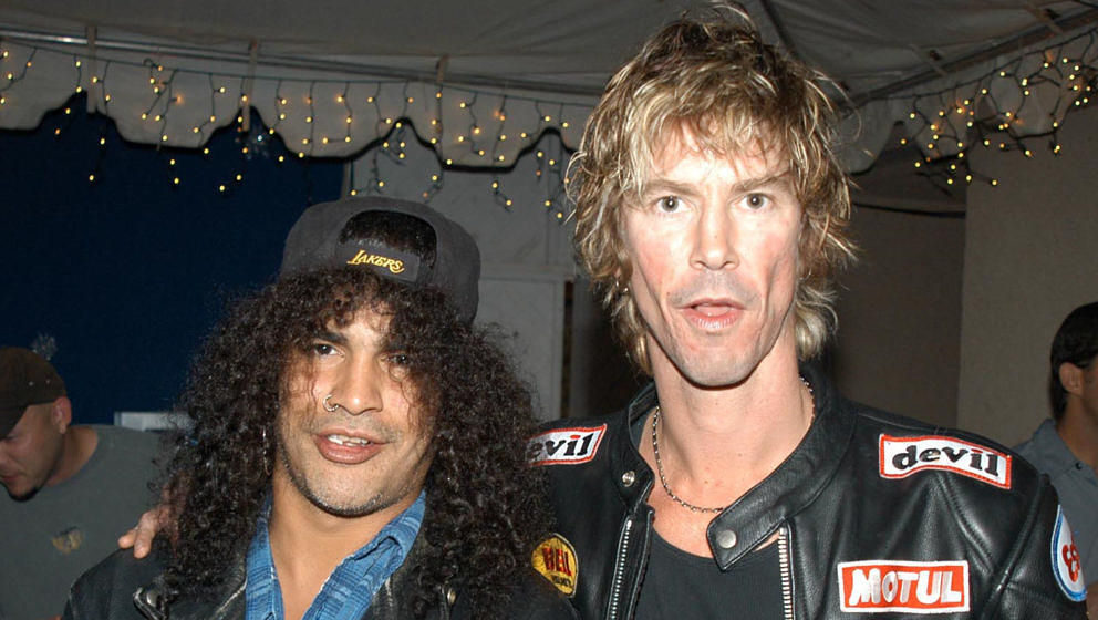 Slash (l.) und Duff McKagan von Guns N' Roses beim KROQ Almost Acoustic Christmas Concert
