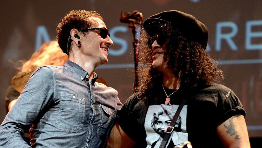Slash und Chester Bennington beim 9. jährlichen MusiCares MAP Fund Benefit Concert im Club Nokia in Los Angeles am 30. Mai 2013