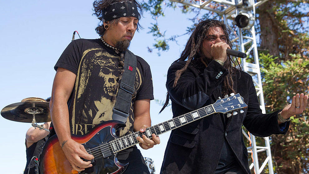 MOUNTAIN VIEW, CA - JULY 06:  Guitarist Ahrue Luster and vicalist Cristian Machado of Ill Nino perform at the Rockstar Energy
