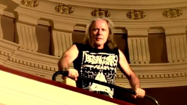 Iron Maiden-Frontmann Bruce Dickinson im 'Belshazzar's Feast'-Shirt