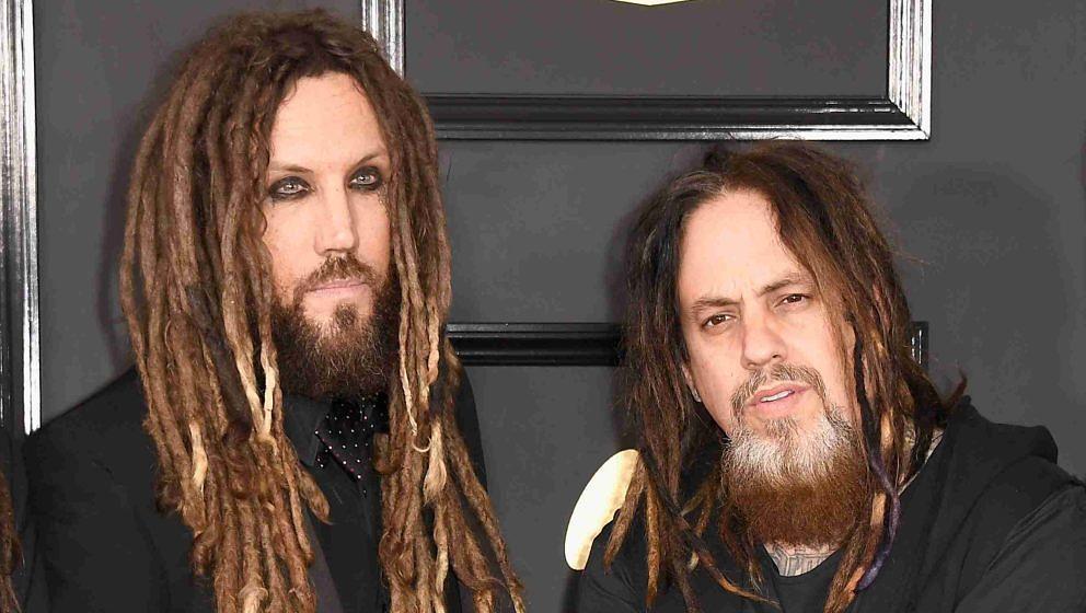 Brian 'Head' Welch (l.) und Reginald 'Fieldy' Arvizu mit Korn bei der Grammy-Verleihung im Jahr 2017