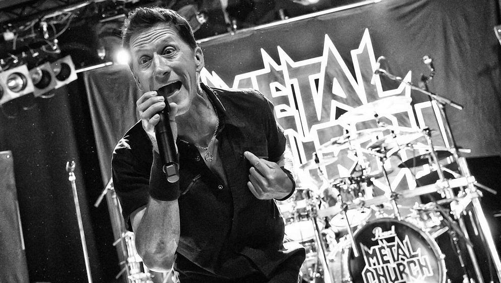 Metal Church-Frontmann Mike Howe am 15. Mai 2016 im Columbia Theater in Berlin