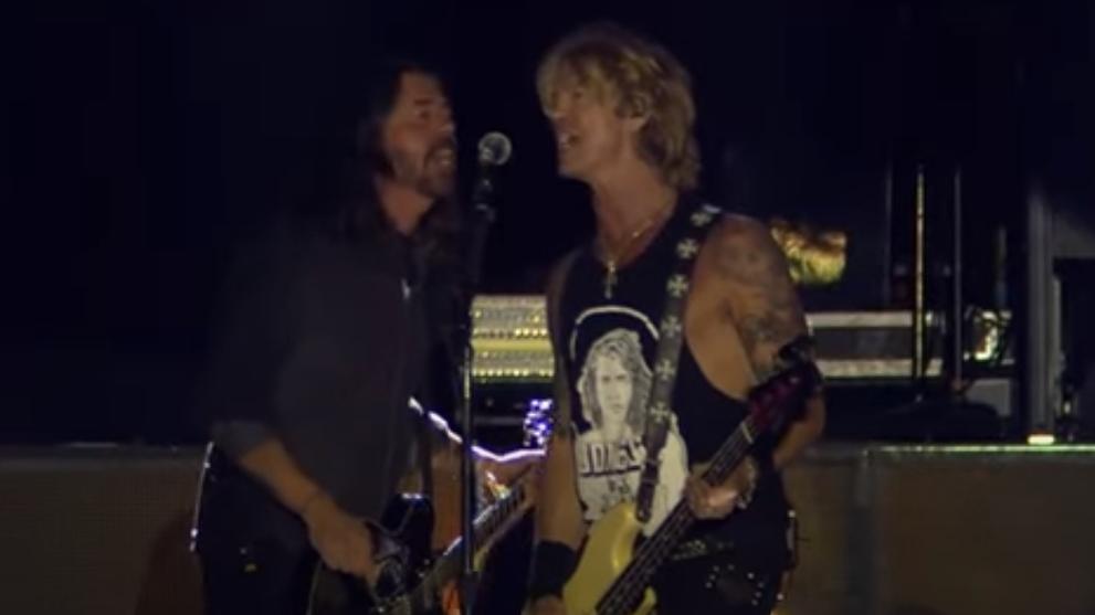 Dave Grohl trällert mit Guns N' Roses-Bassist Duff McKagan 'Paradise City'