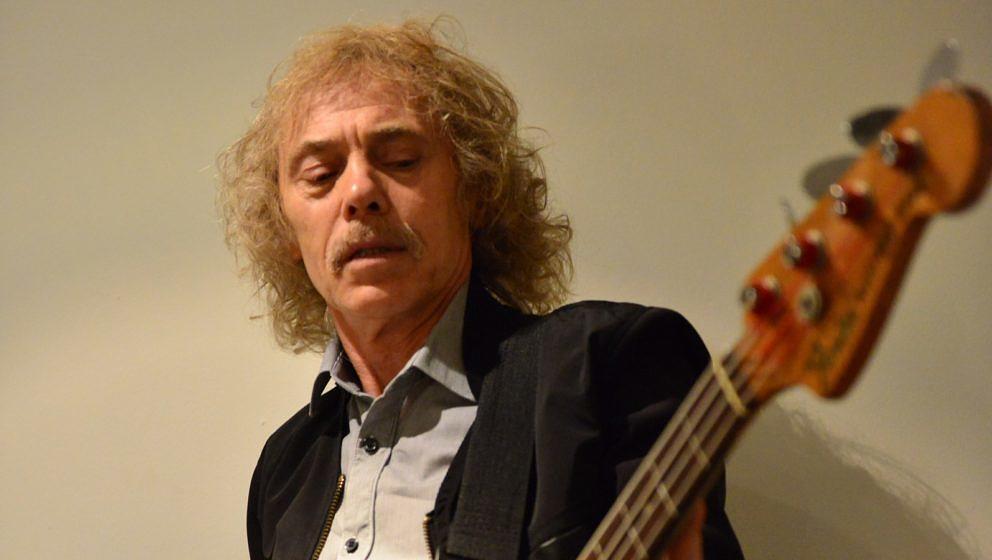 Alan Lancaster im Jahr 2013 vor einer Status Quo-Show in der Londoner Arena