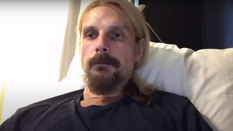Richie Faulkner im Zoom-Call vom Krankenbett zuhause in Nashville aus
